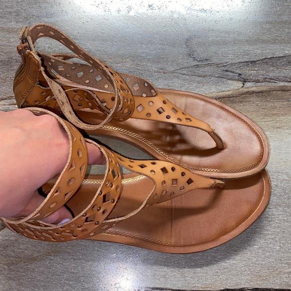 Yellow box tan sandals
